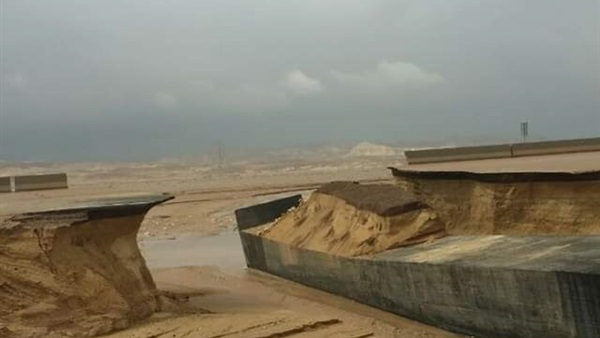 مصر تخسر 5 6 مليار جنية بعد انهيار طريق بسبب السيول الخبر اليمني